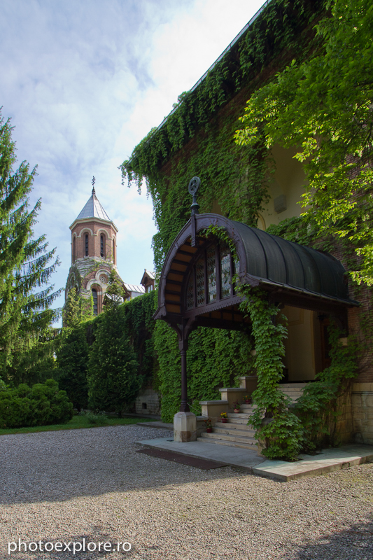 Manastirea Curtea de Arges - intrare Mitropolia Tarii Romanesti